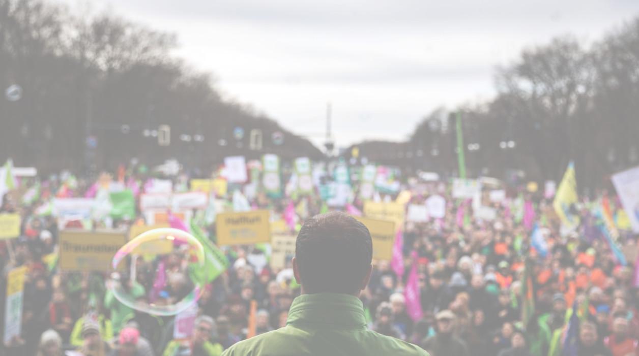 Ativistas do Greenpeace em protesto pacífico